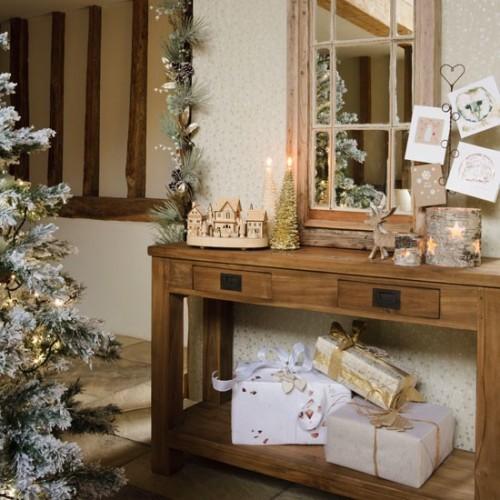 Foyer Console Table Decorating Ideas : Deck the halls christmas hallway decorating ideas