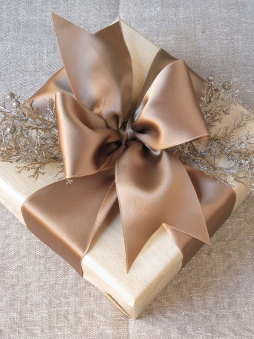 brown paper gift wrapping idea